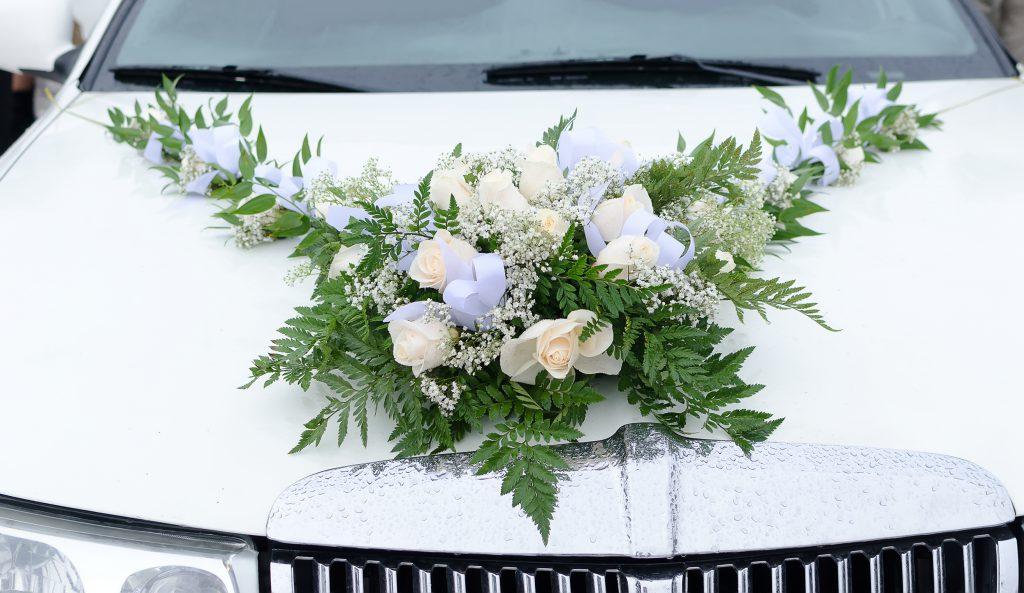 Blumenschmuck Motorhaube